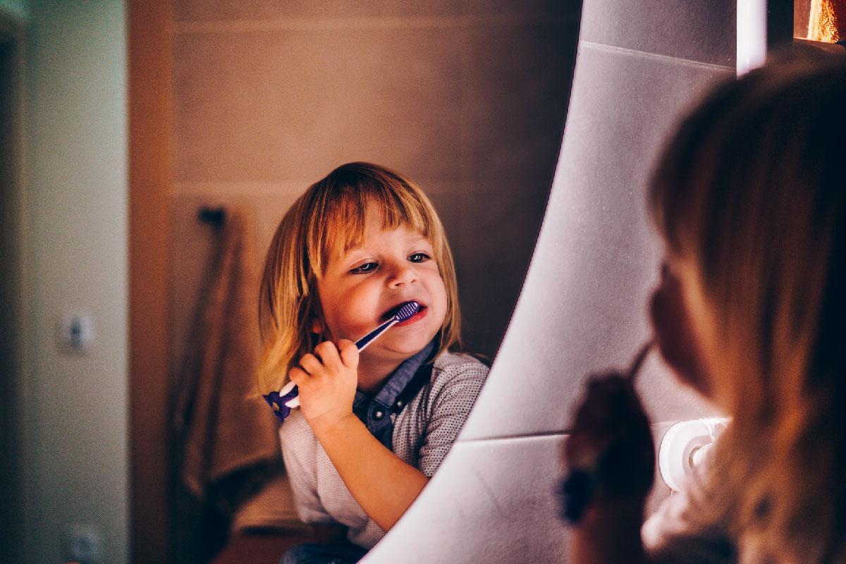 Cuándo empezar a cepillar los dientes de un niño