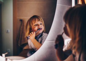 El mejor método para que los niños se cepillen los dientes