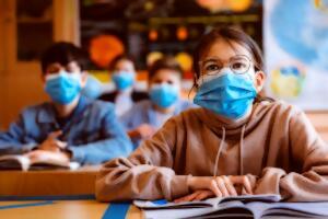 La coronafobia aumenta el bruxismo en niños y adolescentes