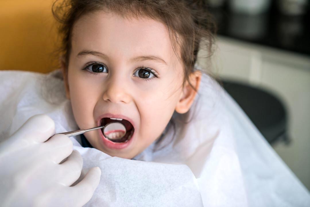 Bebés y su primera visita al Odontopediatra