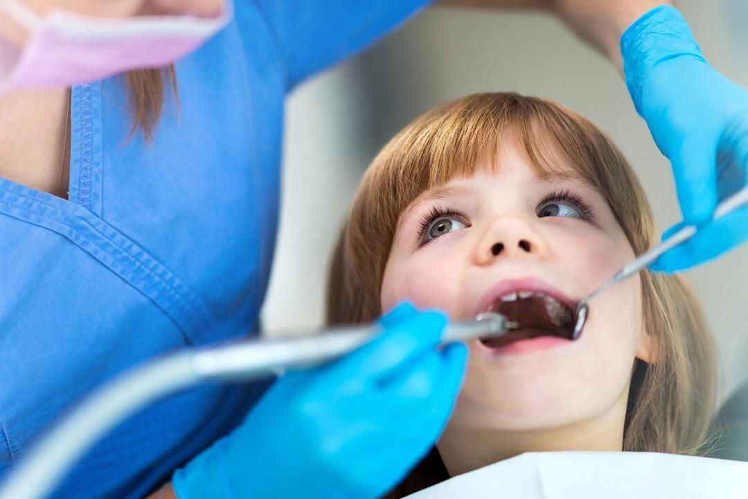 Cirugía del frenillo lingual